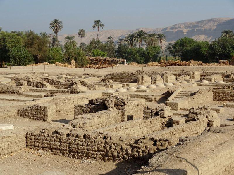 Ruinen des Nordpalasts von Amarna.