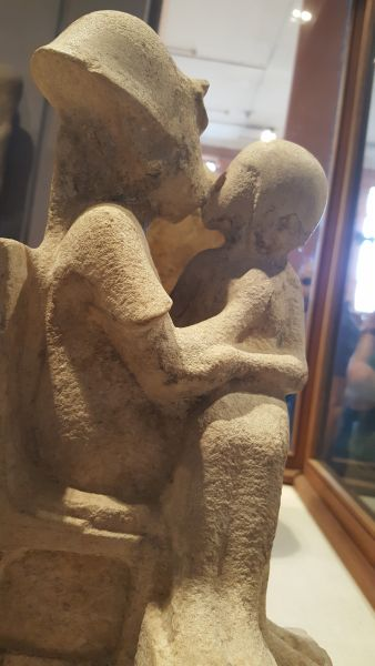 Pharao beim Kuss.