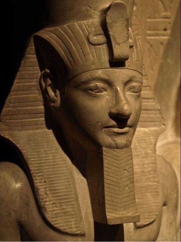 Statue von Pharao Haremhab.