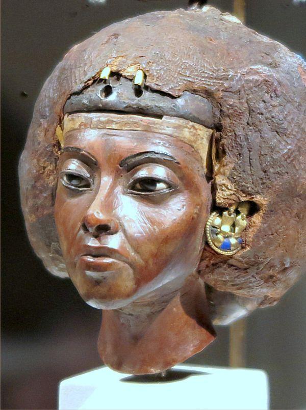 Statuenkopf der Königin Teje.