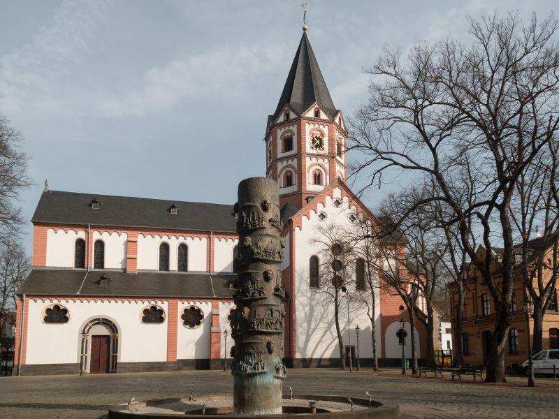 Stiftskirche St. Margareta in Gerresheim bei Düsseldorf.