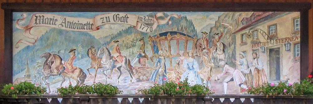 Wandgemälde am Hofgut Sternen im Höllental bei Freiburg, das Marie Antoinettes Brautzug zeigt.