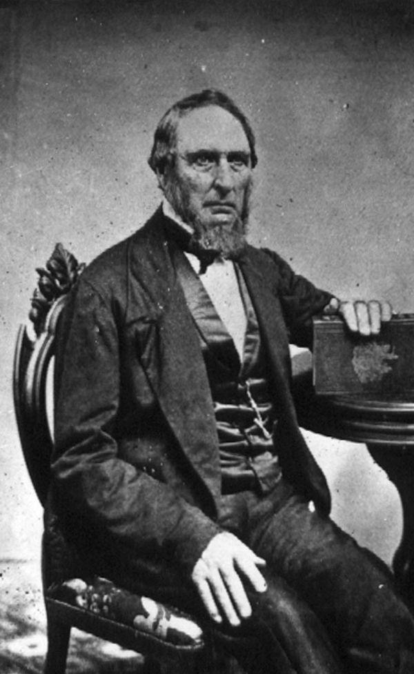 Owen Chase, Steuermann des Walfangschiffes Essex, im höheren Alter. Schwarzweiß-Fotografie.