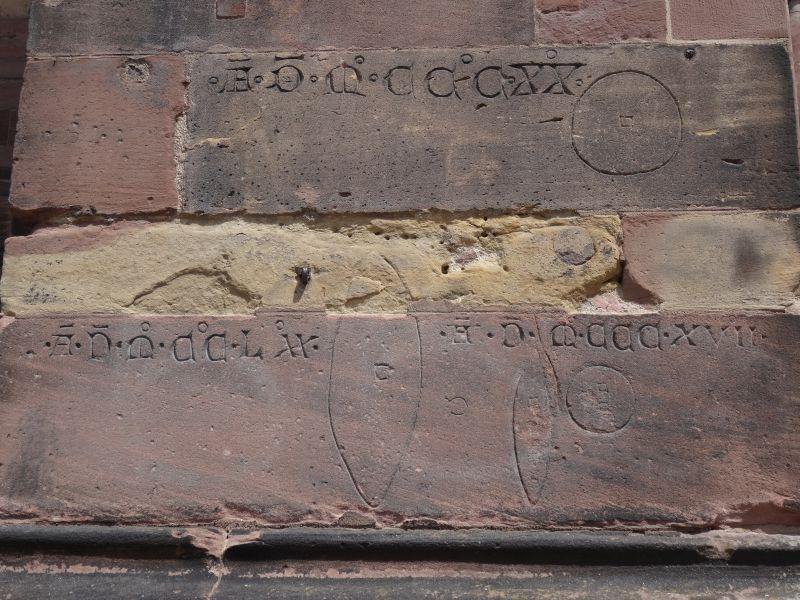 Brotmaße am Münster von Freiburg.