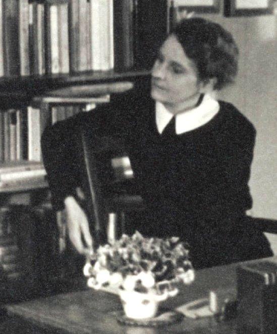 """Sylvia Beach in ihrem Buchladen, bevor sie """"Ulysses"""" verlegte."""